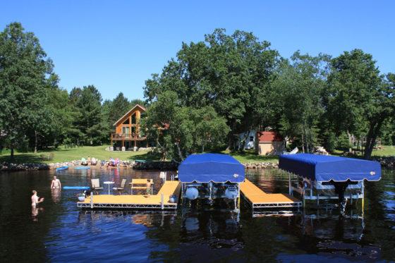 lake-house-dock-boat-lift